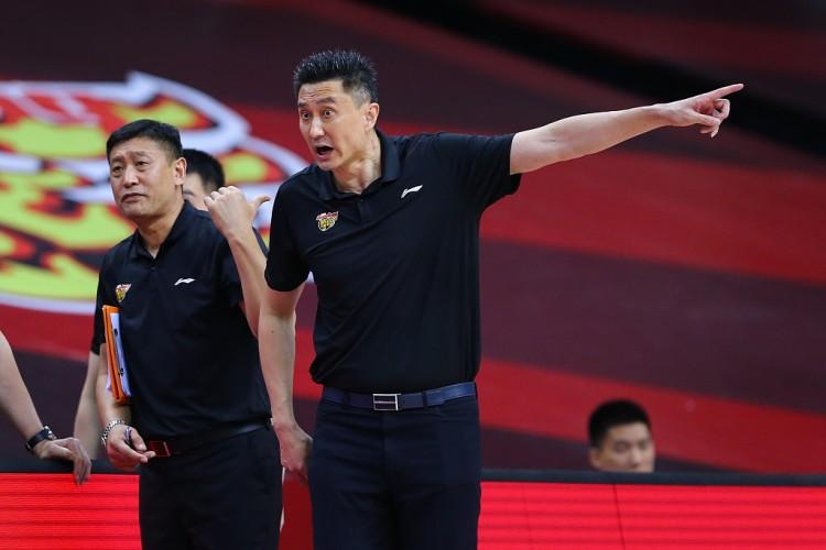 杜锋谈本赛季广东的艰难:球员遭受停赛危机&伤病过多 