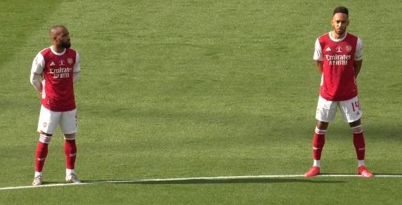 记者:奥巴梅扬续约已完结,其休假归来将拍照官宣的宣传照