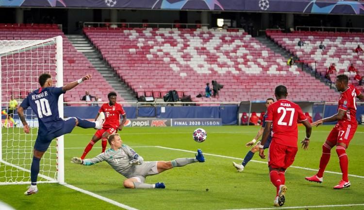 卡恩:诺伊尔是史上最佳德国门将,关键时刻他总能站出来