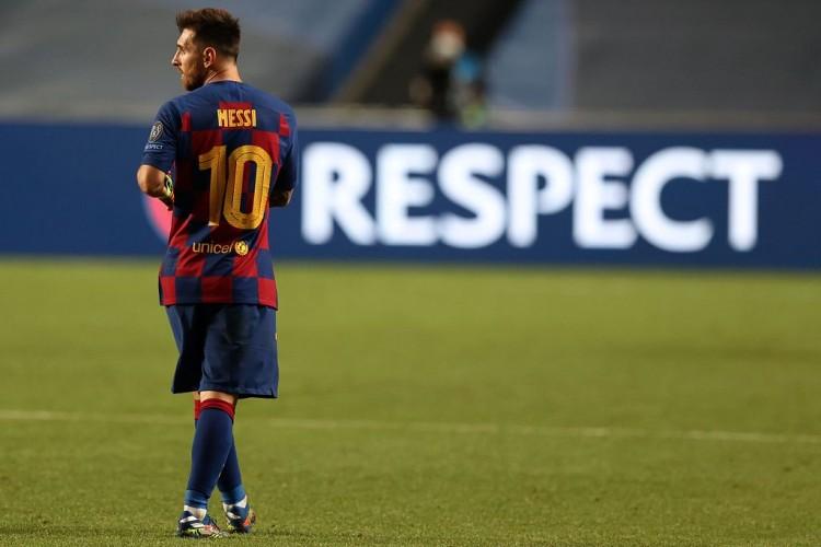 梅西应该被罚下,即便球没有击中裁判