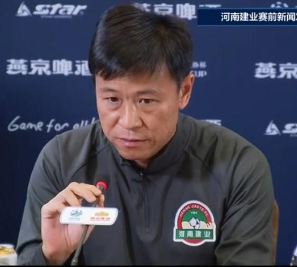 杨戟:新帅已与部分队员进行视频沟通 本场轮换起伏会很大