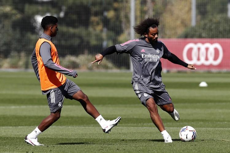 阿斯:马塞洛正与私人教练一同健身,他渴望在西班牙超级杯中进场
