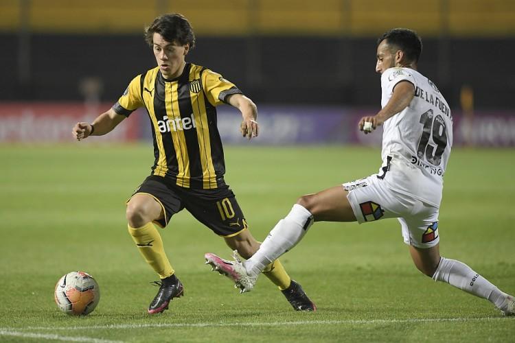 罗马诺:曼联靠近签下乌拉圭新星佩利斯特里,转会费1000万欧