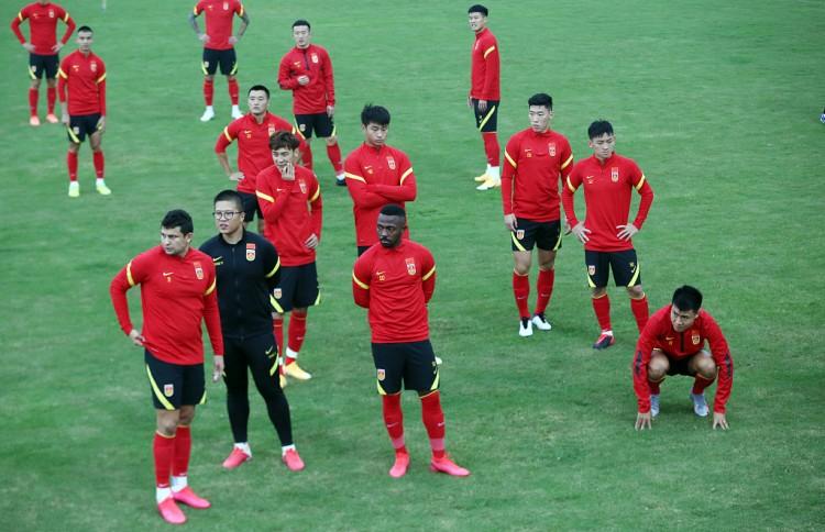 记者:国足本月20日海口会集,参加集训的球员26个左右