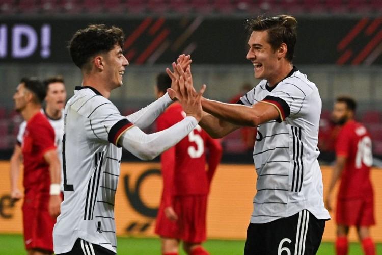 诺伊豪斯:很快乐在德国队首秀就破门,我们非常想赢得比赛