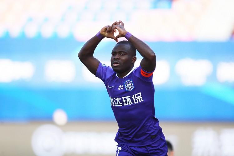 天津泰达首回合2-0击败深圳佳兆业,占得先机