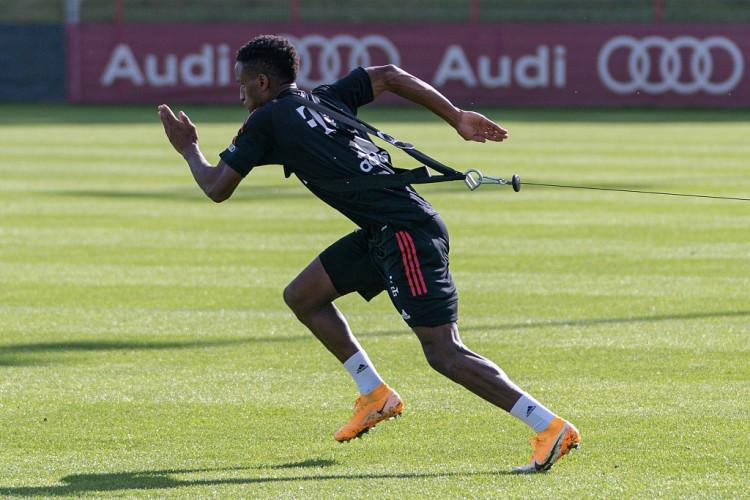 队报:德尚本期望征召萨尔进入法国队,拜仁因伤病原因回绝放行
