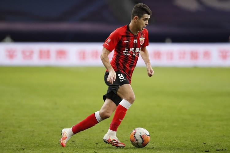 奥斯卡:在我国踢球我是场上的主角,这也促进我不断进步   