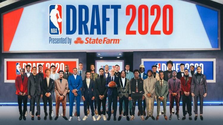 解决无法合照惋惜 NBA官方用PS让新秀们与萧华进行虚拟大合影