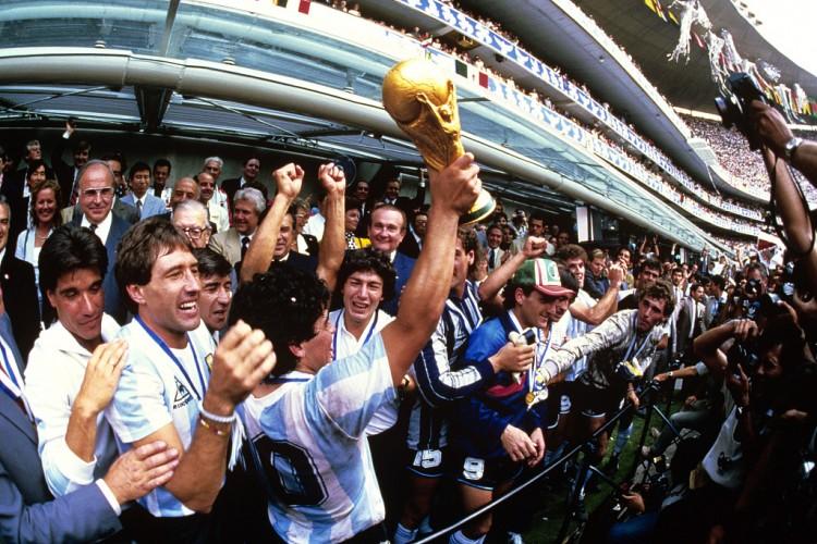 克洛普悼念马拉多纳:他是足坛一位真实伟大球员,安息吧迭戈!