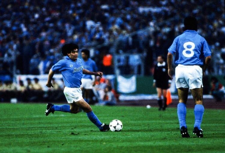 阿根廷球王马拉多纳在本周三去世