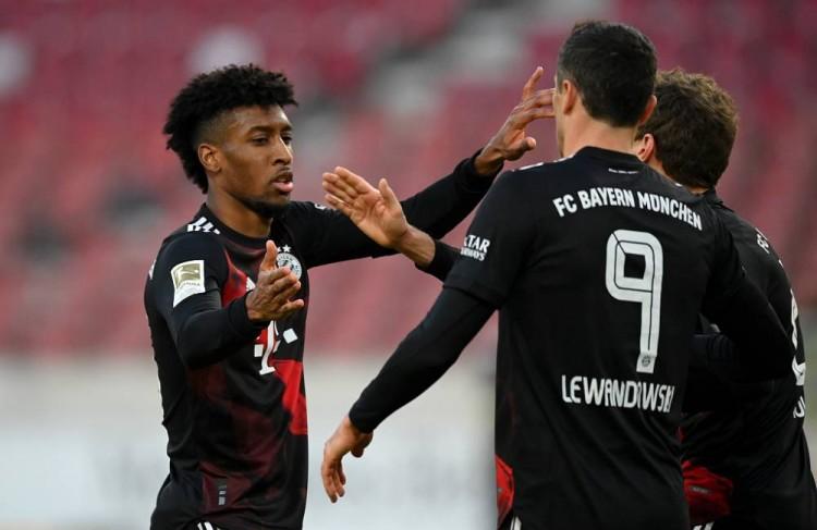 半场-科曼传射莱万国际波破门 拜仁暂时2-1斯图加特