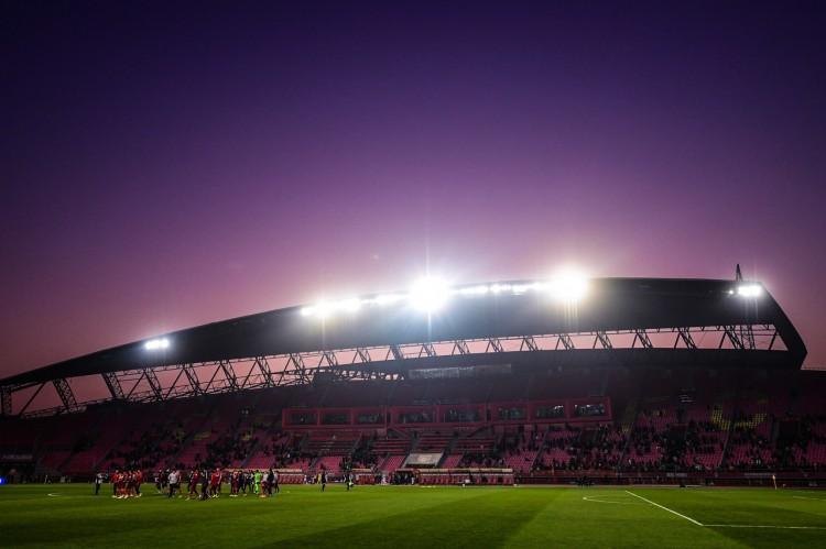 足球报:华夏夸姣沙龙从2018年初步转型,已回归务实理性轨道