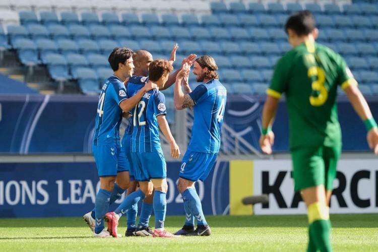 足球报:亚冠冠军蔚山现代队内多名主力球员与我国球队触摸