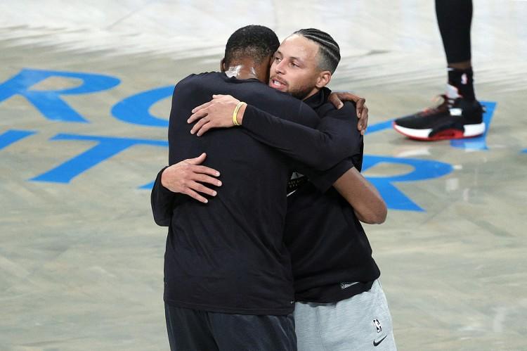 杜兰特:篮筐对库里来说就像大海 我很等待明天与他们的对决 