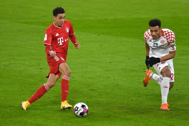 德天空:拜仁将与穆西亚拉续约至2025年,估计2月底签定合同