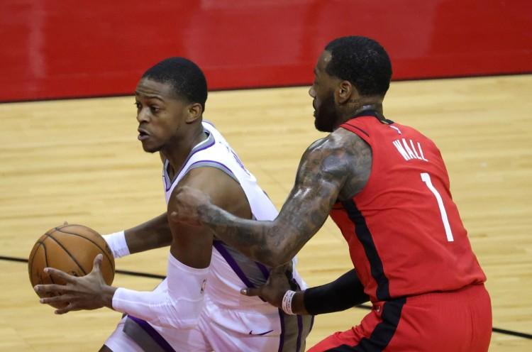 NBA常规赛,国王客场对阵火箭火箭将分差拉大到两位数