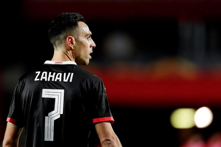 埃因霍温欧冠资格赛三连胜,扎哈维贡献3进球3助攻