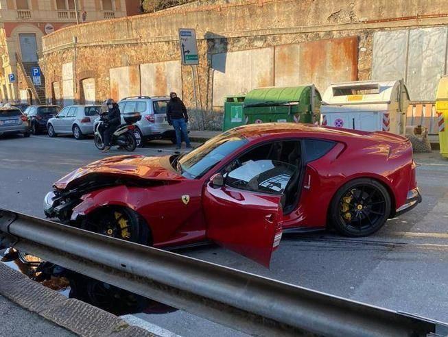 热那亚门将开法拉利去洗车,店员驾车时不小心撞毁