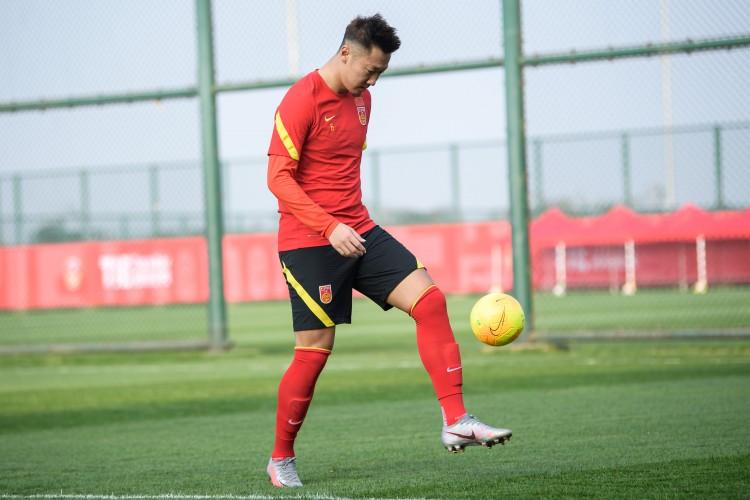 津媒:国足体能操练并非一味跑圈,有球结合并不单调