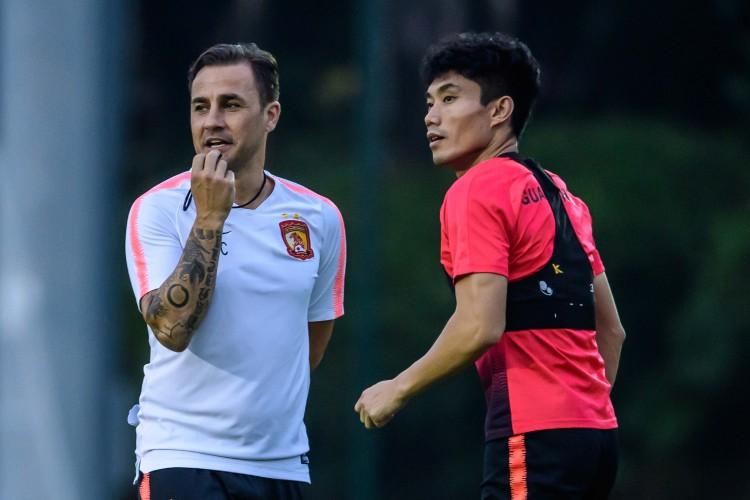 郑智回归纯粹的球员身份,不失为卡帅留任的一个活跃信号 