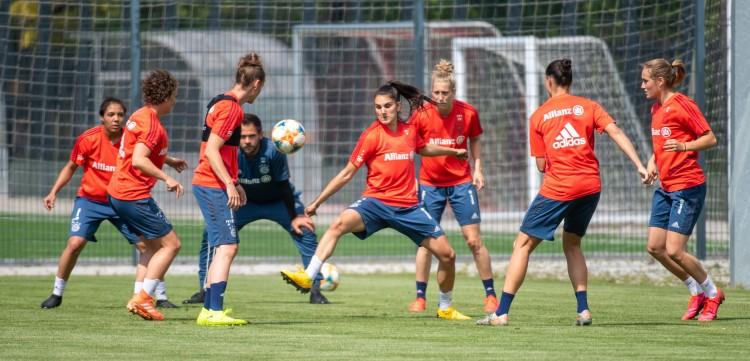 13球大胜,拜仁女足德国杯打败汉堡区域球队