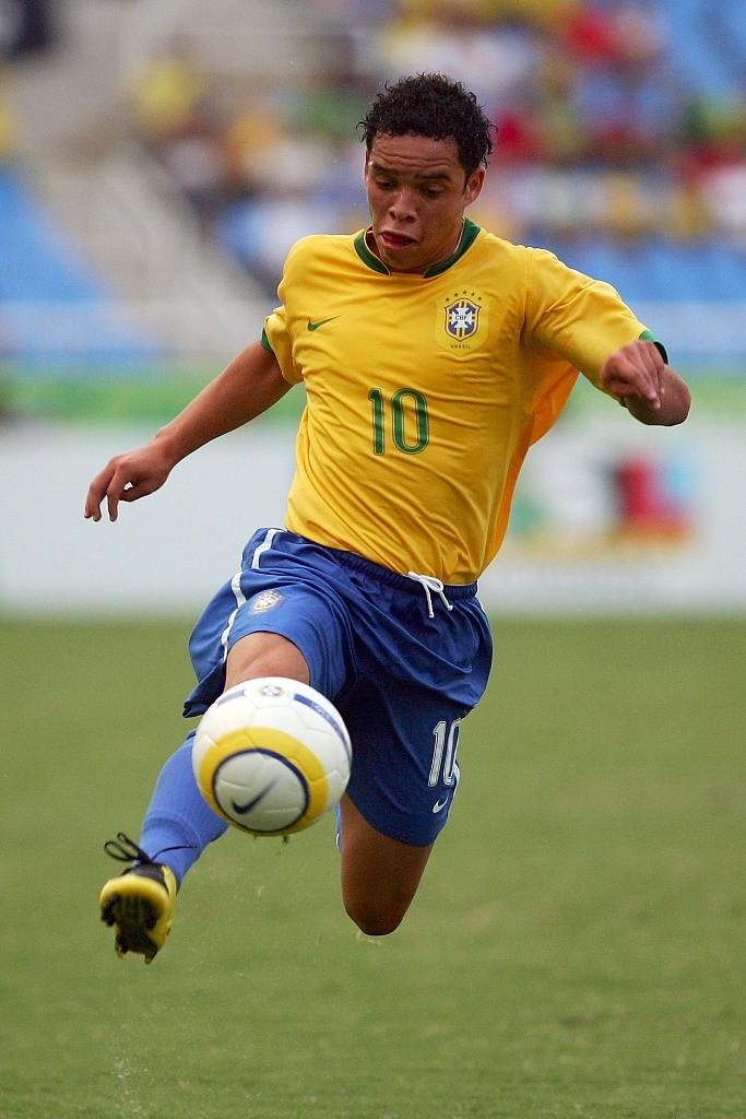 记者:前巴西10号卢林尼亚有望加盟我国沙龙,自在身且入境较易