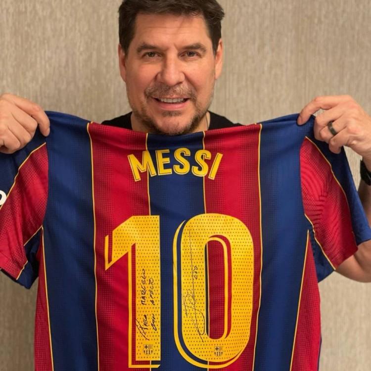 迈阿密老板晒梅西所赠球衣:信任咱们会有交集
