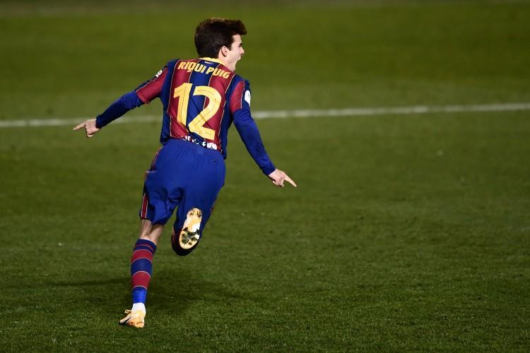 西班牙U21主帅:普吉的特色能带来不同,他会在巴萨得到更多机遇