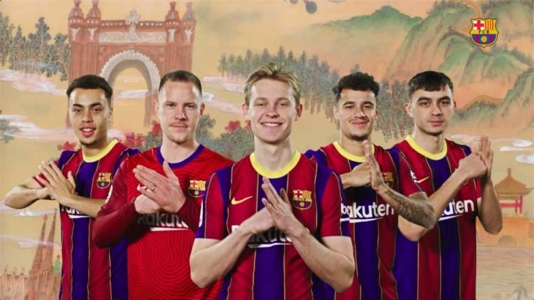 中式宫殿绘画与现代足球相映成趣,巴塞罗那恭贺我国新春快乐!