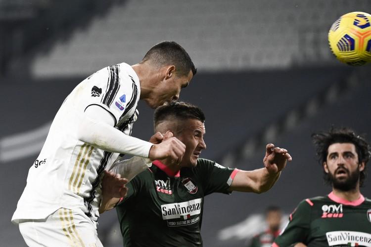 尤文图斯暂时2-0抢先克罗托内,C罗梅开二度