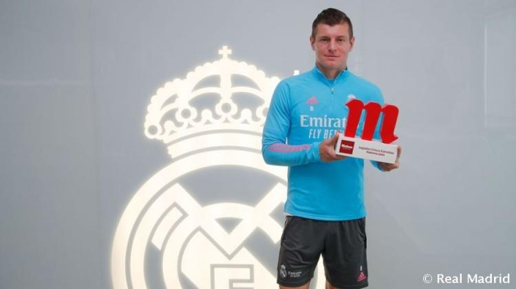 收取皇马2月最佳球员奖项,克罗斯:我更喜欢和球队一同赢得奖杯   