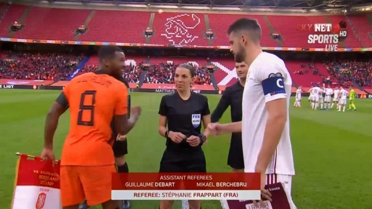 吹罚荷兰对阵拉脱维亚,女性裁判前史首次担任男人世预赛主裁