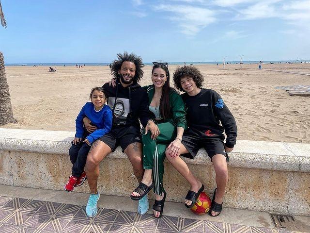 马卡:马塞洛晒与家人在瓦伦西亚海滩的合影,或许违反防疫规则