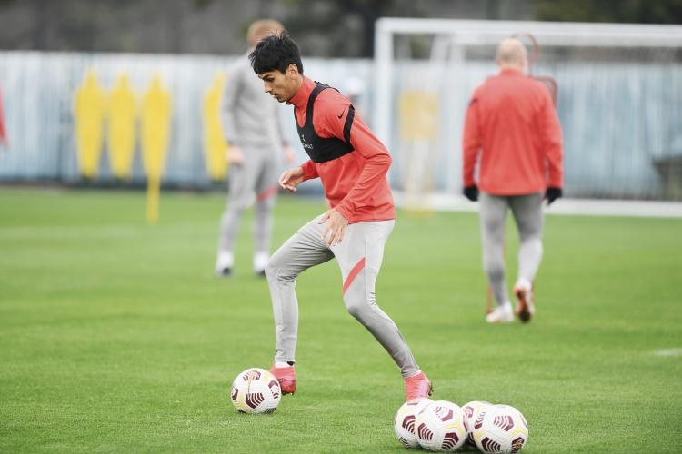 海港20岁小将阿布拉汗谈中超首球:感谢教练的信任 胜利不要停