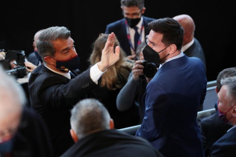 记者:特巴斯让拉波尔塔做出选择,梅西还是超级联赛?