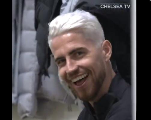 新发型新气象!若日尼奥在切尔西的训练课中展示自己的漂白金发