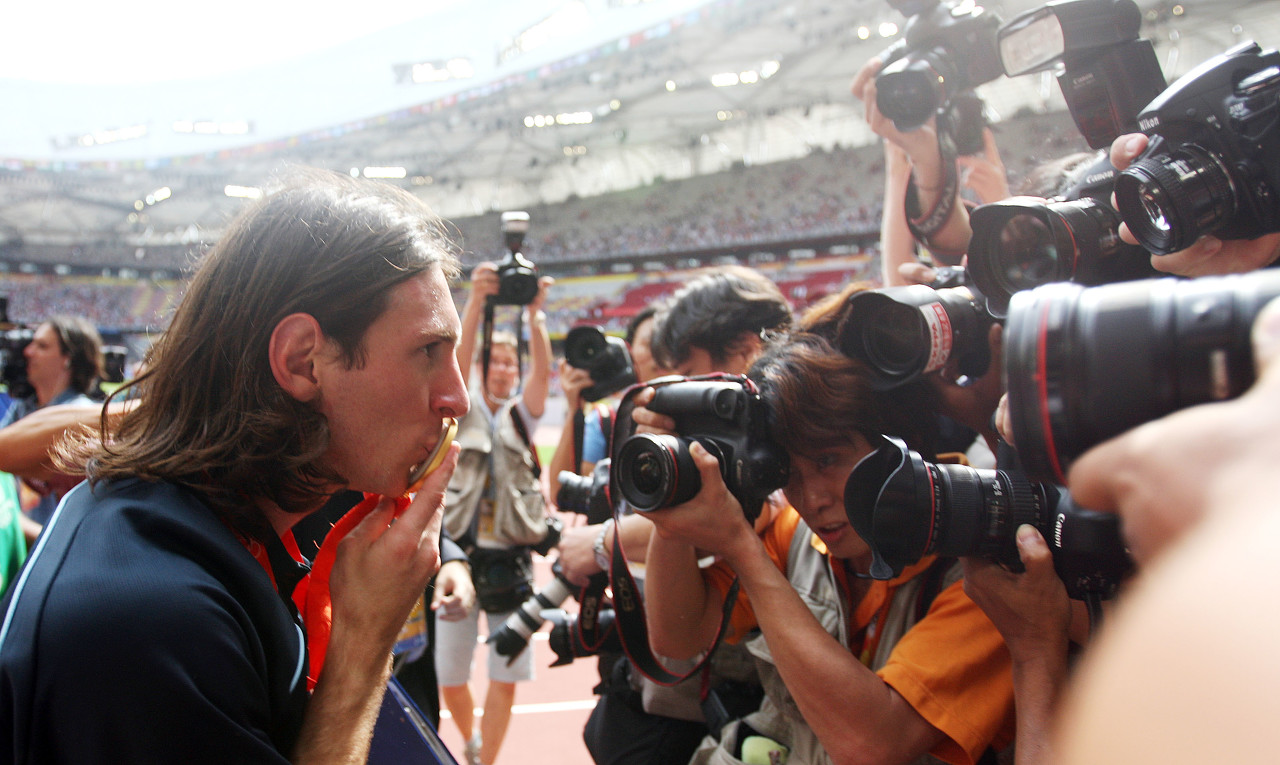 2008年的今日,梅西随阿根廷拿到奥运男足金牌