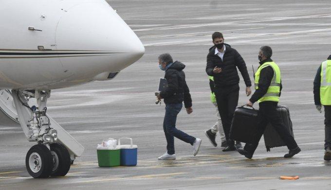 奥莱报:梅西父亲已动身前往巴塞罗那,接下来将与巴托梅乌碰头