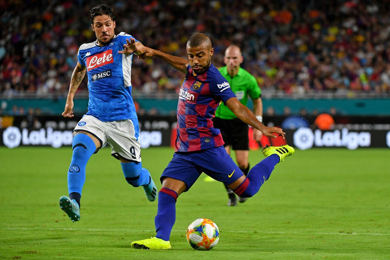 马卡:巴萨想续约拉菲尼亚,球员仍可能被租至瓦伦西亚