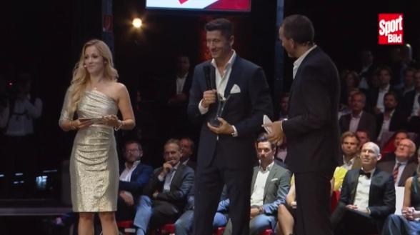 体图颁奖:莱万获年度之星,克洛普获年度最好熬炼