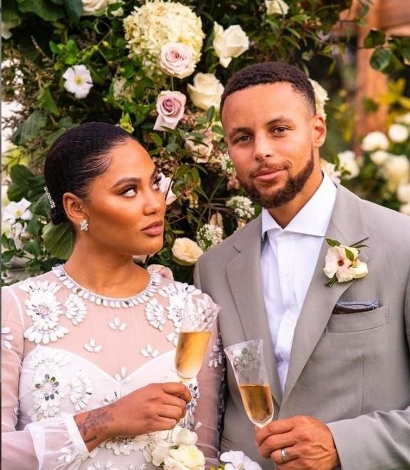 库里谈为妻子再办婚礼:我们向孩子们展示了婚姻中爱情的力量